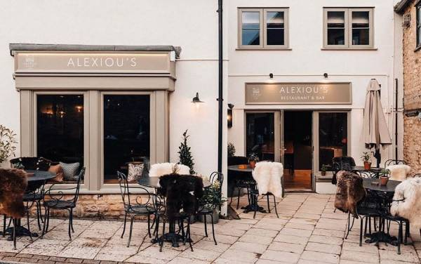 alexious-talbot-court-stow-on-the-wold-restaurant-fascia-sign-signage-handpainted-signpainting-signwriting