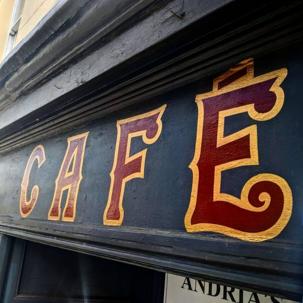 andria-s_cafe-cheltenham-gold-maroon-lettering-signwriting-signwriter-signpainting