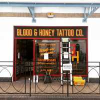 blood-and-honey-tattoo-sign-fascia-handpainted-cheltenham-signwriter-signwriting