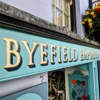 byefield-emporium-fascia-sign-handpainted-lettering-signpainting-signwriting-shop