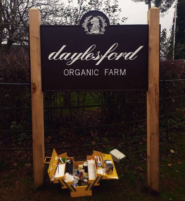daylesford_organic_farm_metal_plaque_signage_handpainted_signwriting_crest