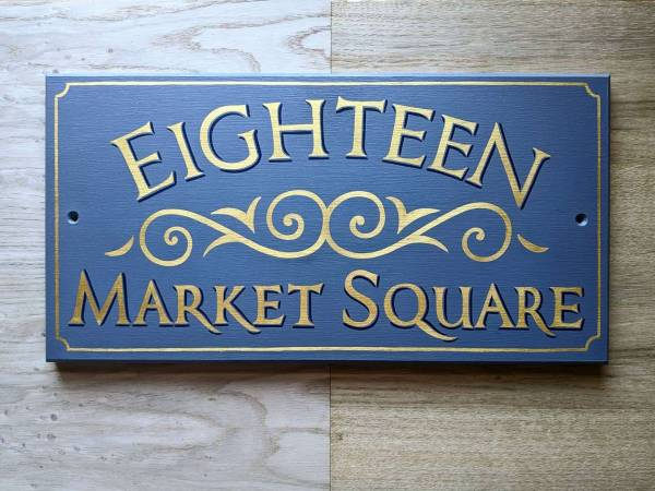 eighteen-market-square-housesign-gold-gild-wooden-handpainted-traditional-victorian-scrolls-signwriter-signwriting-bespoke