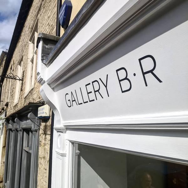 gallery-br-tetbury-cotswolds-fascia-sign-handpainted-minimal-design-signwriting-signpainting