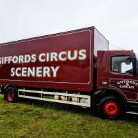giffords_circus_lorry_vehicle_handpainted_stroud_signwriter_signwriting