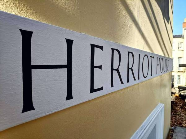 herriot-house-cheltenham-fascia-house-sign-handpainted-roman-lettering-signwriting-signwriter