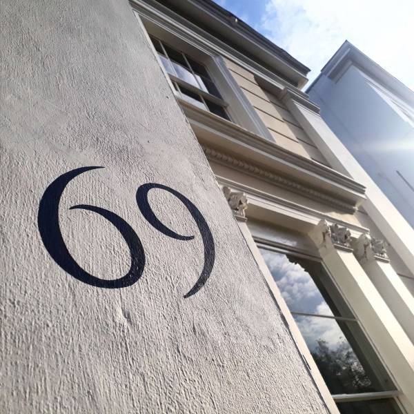 house-number-cheltenham-pittville-handpainted-regency-building-signwriter-signwriting