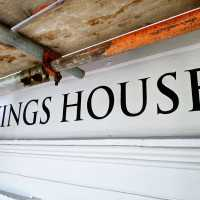 kings-house-133-dowdeswell-cheltenham-handpainted-fascia-regency-signwriting