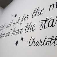 mural-script-calligraphy-quote-wall