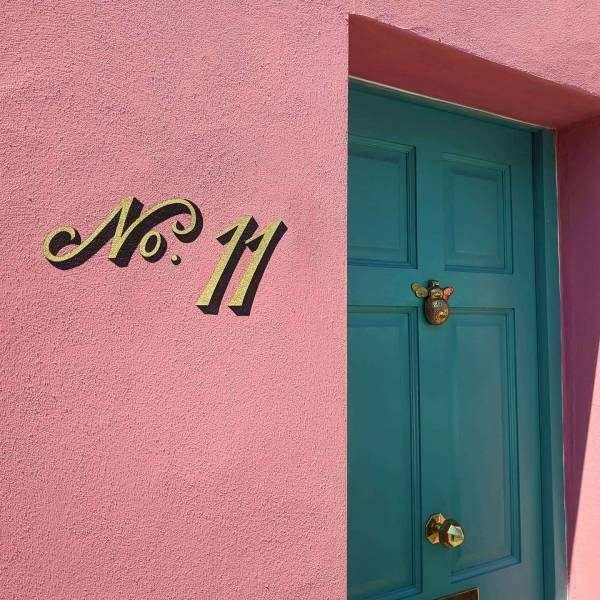 no.11-house-number-sign-exterior-signage-gold-leaf-script-lettering-signwriting-signpainting-gilding-cheltenham