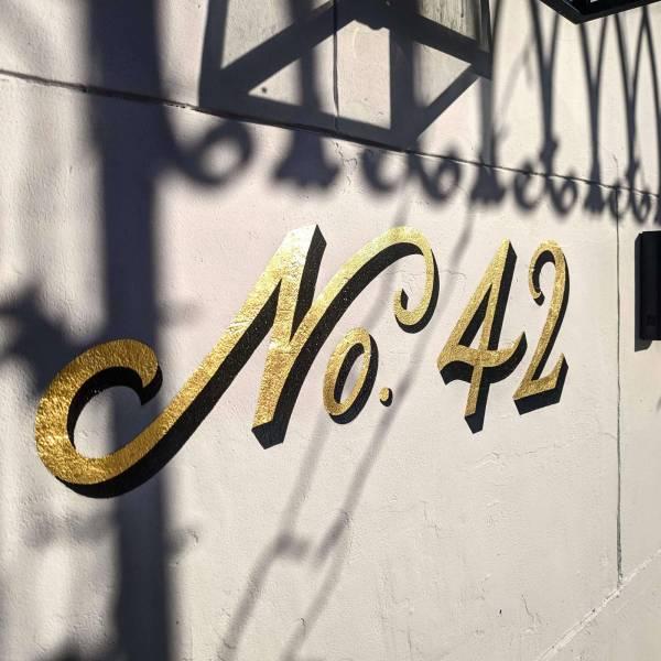 no.42-house-sign-number-gold-leaf-gilding-script-lettering-signwriting-signpainting