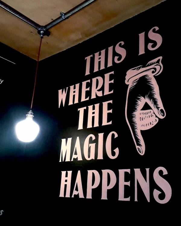 pretty-pip-cirencester-cafe-mural-magic-coffee