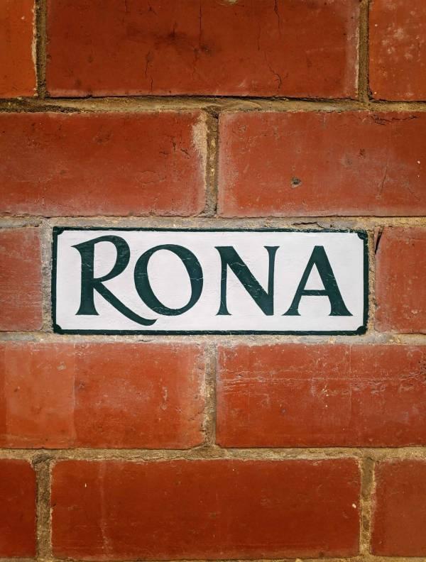rona-house-sign-name-brick-lettering-handpainted-signwriting-signpainting-restoration-cheltenham