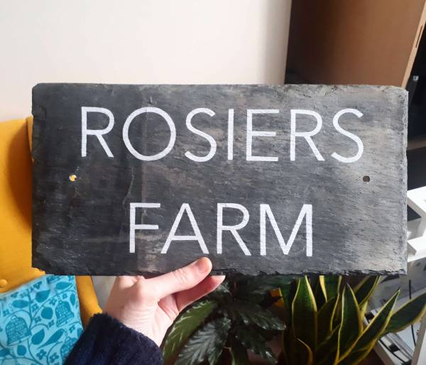 slate-house-sign-rosiers-farm-handpainted-signwriter-swindon-gloucestershire