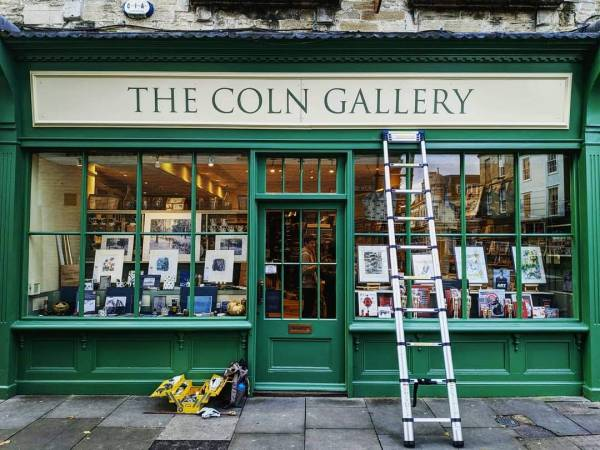 the-coln-gallery-fascia-shopfront-shop-sign-cirencester-handpainted-signwriting-signwriter-lettering-traditional