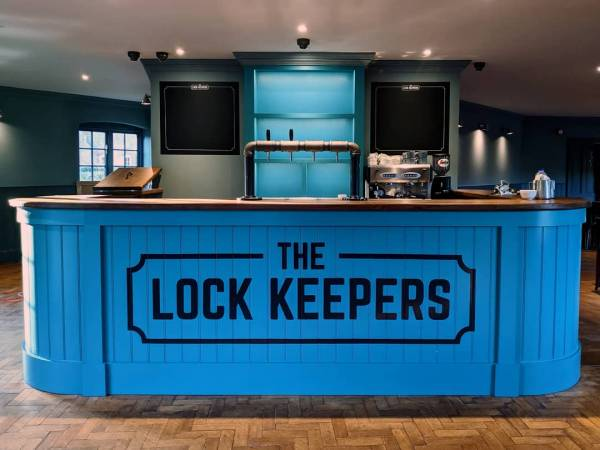 the-lock-keepers-bar-handmade-painted-handpainted-lettering-signwriting-logo-branded-signwriter-gloucester