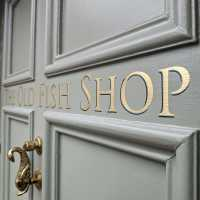 the-old-fish-shop-gold-leaf-house-sign-name-handpainted-signwriitng-signpainting-lettering-roman-traditional