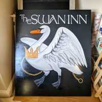 the-swan-pub-sign-illustrative-lettering-hanging-sign-handpainted-signwriting-signpainting