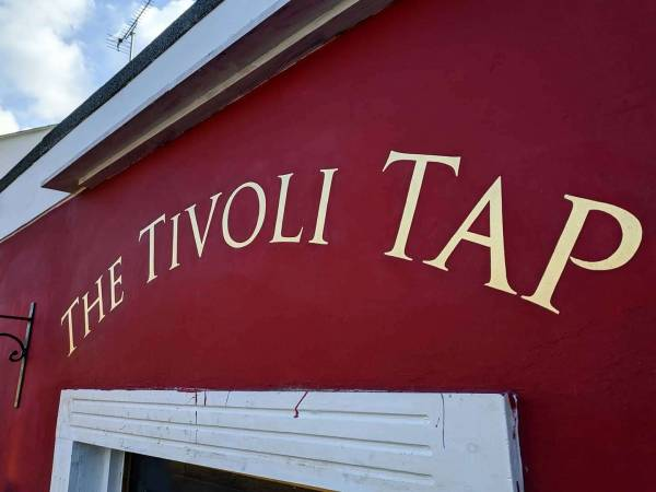 the-tivoli-tap-cheltenham-pub-sign-gold-gild-signwriting-signwriter-roman-trajan-lettering