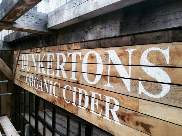 dunkertons_orgnanic_cider_local_cheltenham_handpainted_signwriter_traditional_sign_gloucestershire