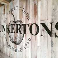 interior_dunkertons_logo_mural_wall_handpainted_distressed_dulux_emulsion_signpainting_signwriting