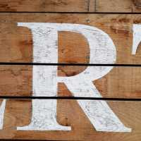 r_lettering_times_new_roman_distressed