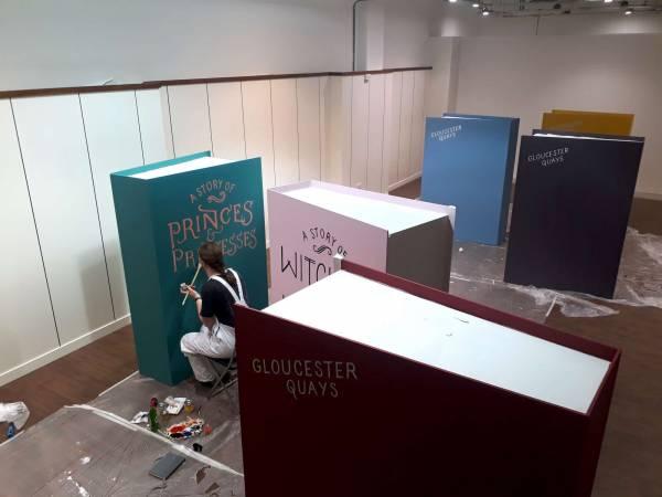 gloucester-quays-book-event-signpainter-handpainted-progress-signwritten-lettering